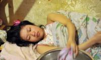 Cô gái nằm liệt giường suốt 18 năm nhưng lại có thai ngoài ý muốn, sau khi biết sự thật, mẹ cô hoàn toàn suy sụp!