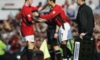 Cristiano Ronaldo trở lại Manchester United, trong cơn mưa vỗ về thanh xuân